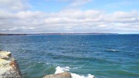 Παράβλεψη του ανωτέρου και των κυμάτων λιμνών από το σχηματισμό του Καστλ Ροκ του ανθρακωρύχου απόθεμα βίντεο