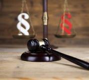 Παράγραφος, θέμα νόμου, σφύρα του δικαστή, ξύλινο gavel στοκ φωτογραφίες με δικαίωμα ελεύθερης χρήσης