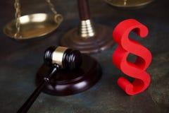 Παράγραφος, θέμα νόμου, σφύρα του δικαστή, ξύλινο gavel στοκ εικόνες με δικαίωμα ελεύθερης χρήσης