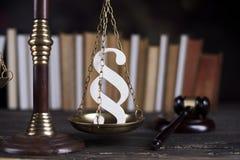 Παράγραφος, θέμα νόμου, σφύρα του δικαστή, ξύλινο gavel στοκ φωτογραφία με δικαίωμα ελεύθερης χρήσης