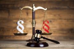 Παράγραφος, θέμα νόμου, σφύρα του δικαστή, ξύλινο gavel στοκ φωτογραφία