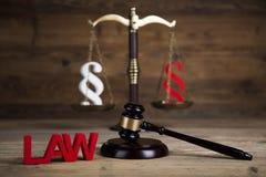 Παράγραφος, θέμα νόμου, σφύρα του δικαστή, ξύλινο gavel στοκ εικόνες
