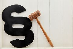 Παράγραφος και gavel ως νόμο και σύμβολο στοκ φωτογραφία