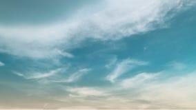 Παράδεισος και μπλε ουρανός Aqua με το σύννεφο στο χρόνο ηλιοβασιλέματος στο θερινή περίοδο στοκ εικόνα με δικαίωμα ελεύθερης χρήσης