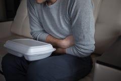 Παράδοση τροφίμων από το εστιατόριο Προβλήματα των προϊόντων φτωχής ποιότητας και των αλλεργιών τροφίμων στοκ εικόνες με δικαίωμα ελεύθερης χρήσης