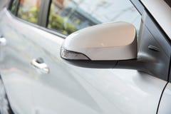 Παράθυρα αυτοκινήτων και δευτερεύων καθρέφτης Στοκ φωτογραφίες με δικαίωμα ελεύθερης χρήσης
