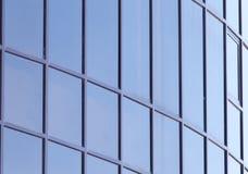 Παράθυρα γυαλιού του κτηρίου ως σκηνικό Στοκ Εικόνες
