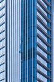 Παράθυρα ενός σύγχρονου κτιρίου γραφείων, υπόβαθρο Στοκ εικόνα με δικαίωμα ελεύθερης χρήσης