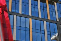 Παράθυρα ενός σύγχρονου κτιρίου γραφείων Στοκ Εικόνες