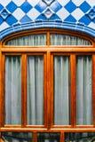 Παράθυρα και μπλε κεραμίδια στο nterior Casa Batllo Στοκ Φωτογραφία