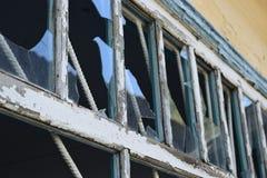 Παράθυρα με τα σπασμένα γυαλιά Στοκ Φωτογραφίες