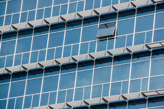 Παράθυρα οικοδόμησης σύγχρονου σχεδίου Στοκ φωτογραφία με δικαίωμα ελεύθερης χρήσης