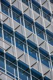 Παράθυρα οικοδόμησης σύγχρονου σχεδίου Στοκ Εικόνες