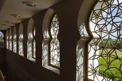 Παράθυρα που διακοσμούνται με τη γεωμετρική μορφή Sheikh μεγάλου μουσουλμανικού τεμένους Zayed το πρωί στο Αμπού Ντάμπι, Ε.Α.Ε. Στοκ Φωτογραφίες