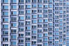 Παράθυρα που χτίζουν την πρόσοψη Στοκ φωτογραφία με δικαίωμα ελεύθερης χρήσης