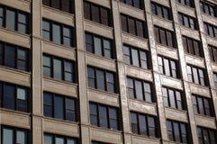 Παράθυρα στην οικοδόμηση Στοκ Φωτογραφία