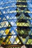 Παράθυρα του επιχειρησιακού γραφείου ουρανοξυστών, εταιρικό κτήριο στο Λονδίνο Στοκ Εικόνα