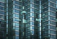 Παράθυρα του επιχειρησιακού κτηρίου στοκ εικόνα με δικαίωμα ελεύθερης χρήσης
