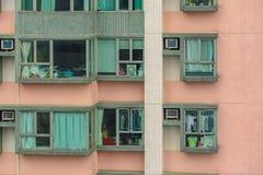 Παράθυρα του κατοικημένου σπιτιού στο Χονγκ Κονγκ, Κίνα ουρανοξύστες του Χογκ Στοκ Εικόνα