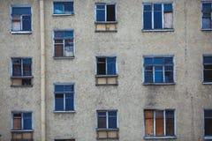 Παράθυρα του σπιτιού Μπροστινή όψη στοκ φωτογραφίες