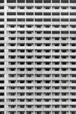 Παράθυρα του multistory κατοικημένου κτηρίου κατά τη διάρκεια της οικοδόμησης στοκ φωτογραφία με δικαίωμα ελεύθερης χρήσης