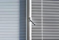 παράθυρο γριλληών παραθύρ Στοκ φωτογραφία με δικαίωμα ελεύθερης χρήσης