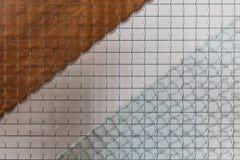 Παράθυρο γυαλιού καλωδίων και υπόβαθρο σύστασης ραμπών στοκ εικόνες