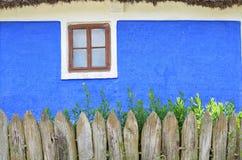Παράθυρο ενός παλαιού σπιτιού Στοκ φωτογραφία με δικαίωμα ελεύθερης χρήσης