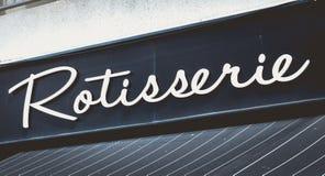 Παράθυρο ενός steakhouse στο κέντρο πόλεων Noirmoutier στοκ εικόνες