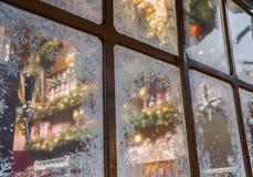 Παράθυρο με τα κρύσταλλα πάγου στην αγορά Χριστουγέννων στο Ρέγκενσμπουργκ, Γερμανία στοκ εικόνες