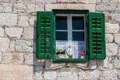 Παράθυρο με τα παραθυρόφυλλα Στοκ εικόνες με δικαίωμα ελεύθερης χρήσης