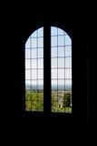 Παράθυρο με την άποψη πέρα από την Τοσκάνη Στοκ Φωτογραφία