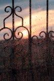 Παράθυρο με τις σταγόνες βροχής Στοκ Φωτογραφίες