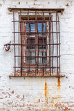 Παράθυρο με τους βαριούς φραγμούς Στοκ Φωτογραφία