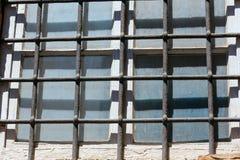Παράθυρο με το δικτυωτό πλέγμα Στοκ Εικόνες