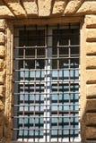 Παράθυρο με το δικτυωτό πλέγμα Στοκ Φωτογραφία