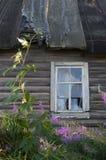 Παράθυρο με το σπασμένο γυαλί Στοκ εικόνες με δικαίωμα ελεύθερης χρήσης