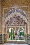 Παράθυρο με το arabesque Alhambra, Ισπανία Στοκ Φωτογραφία
