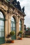 Παράθυρο πορτών με τις αψίδες στο παλαιό κτήριο Στοκ Εικόνες