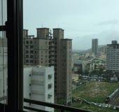 Παράθυρο που αγνοεί τον ορίζοντα της Ταϊβάν στοκ φωτογραφίες