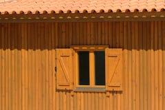 παράθυρο σπιτιών ξύλινο Στοκ Φωτογραφία