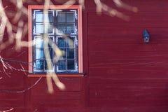 Παράθυρο στο κόκκινο στοκ εικόνες