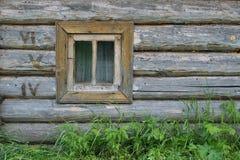 παράθυρο τοίχων κούτσου&rh Στοκ Φωτογραφίες