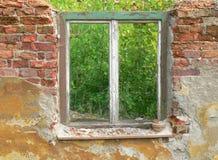 παράθυρο τούβλου Στοκ Φωτογραφίες
