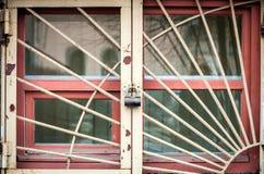 Παράθυρο LD με κάγκελα μετάλλων Στοκ φωτογραφία με δικαίωμα ελεύθερης χρήσης