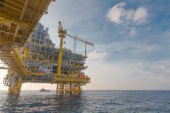 Παράκτια πλατφόρμα πετρελαίου και εγκαταστάσεων γεώτρησης Στοκ Εικόνες