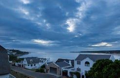 παράκτια σπίτια η ωκεάνια προκυμαία Στοκ εικόνα με δικαίωμα ελεύθερης χρήσης