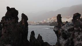 Παράκτιος ηφαιστειακός βράχος και Los Gigantes φιλμ μικρού μήκους