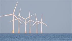 Παράκτιος ωκεανός στροβίλων ενεργειακής windfarm σειράς απόθεμα βίντεο