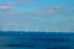 Παράκτιο αιολικό πάρκο στη θάλασσα της Βαλτικής Στοκ Εικόνες
